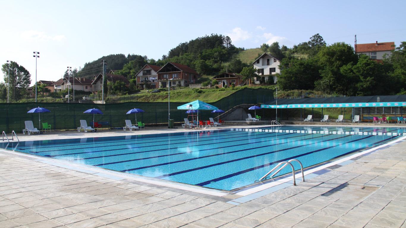 Obnovljeni gradski bazen i teren za košarku