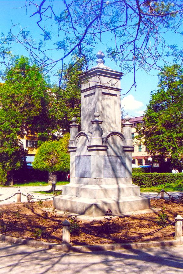 Споменик ослободиоцима Куршумлије од Турака у центру Куршумлије