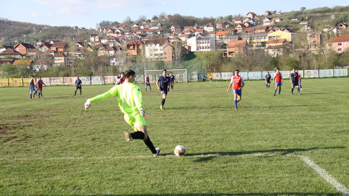 Фудбалски терен