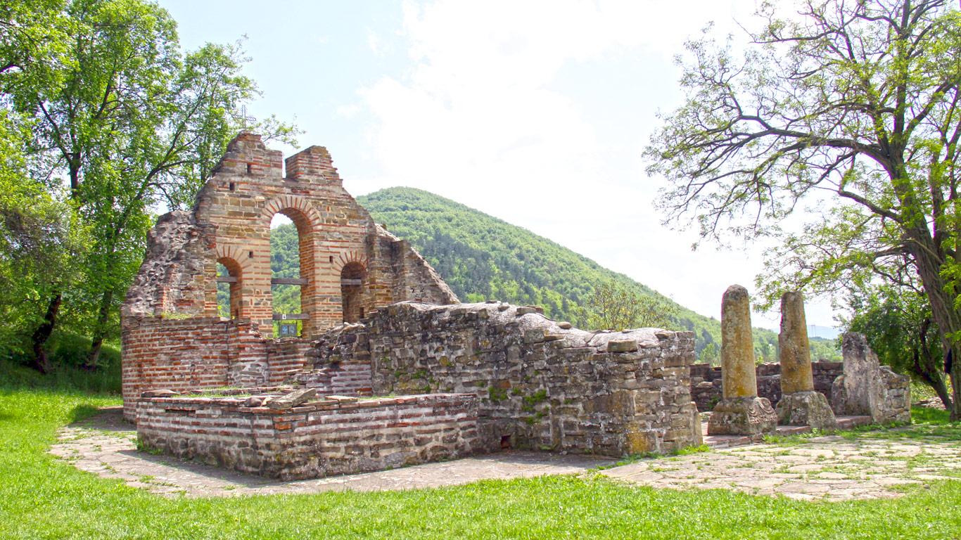 Ostaci hrama Svete Bogorodice na ušću Kosanice u Toplicu